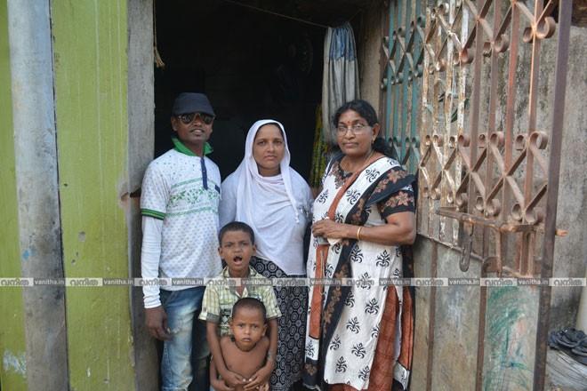 Sarojam-with-Artisan-family