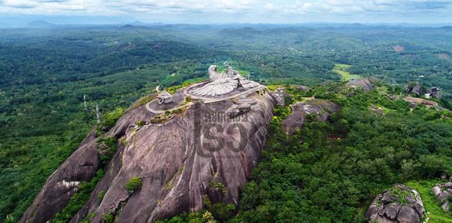 1)-Jatayu-Rock1b
