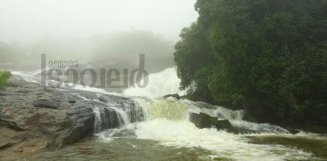 2)-Kainakari-rock-falls