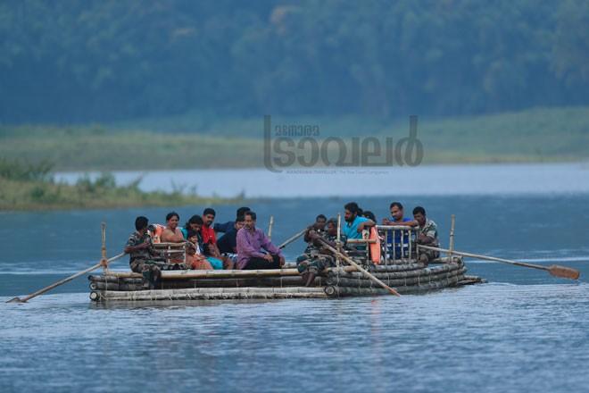 2)Bamboo-rafting