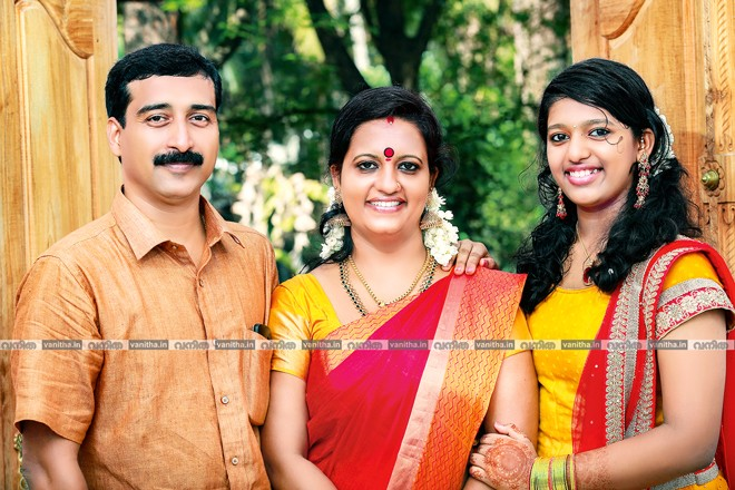 NEENA-SABARISH-family-photo