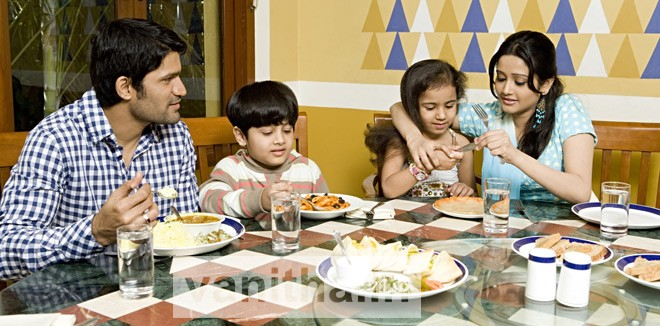 Easy ways to teach table manners for your childern