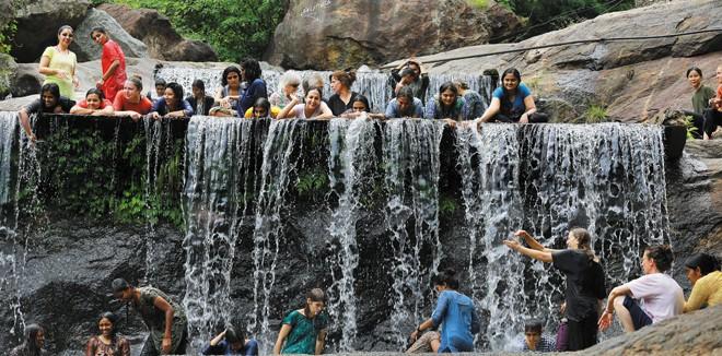 1)-Kovai-Kutralam-falls
