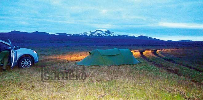 camping-opposite-to-Snaefel-mountain-peak_largest-mountain-peak-in-ICeland2