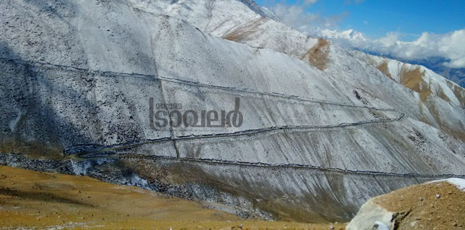 manali-roads-snow-coverd